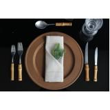 aluguel de sousplat de aço inox para jantar de noivado Interlagos