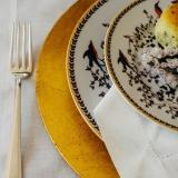 locação de sousplat em cobre para jantar temático Jockey Clube