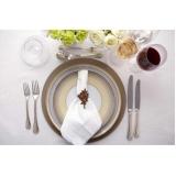 sousplat em aço inox para jantar temático Vila Sônia