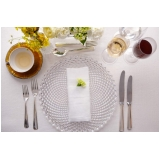 sousplat de cristal para jantar sofisticado