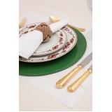 utensílios para mesa de jantar em família