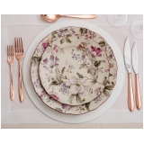 utensílios para mesa de jantar romântico
